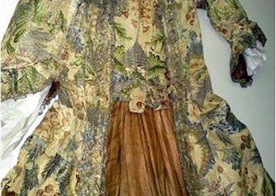 Restauro abito settecentesco